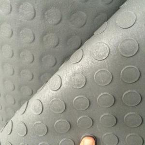 Piso de borracha pastilhado em manta